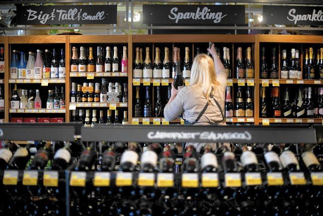 ct-englewood-whole-foods-wine-1001-biz-20150930