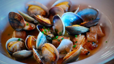 shellfest-clams