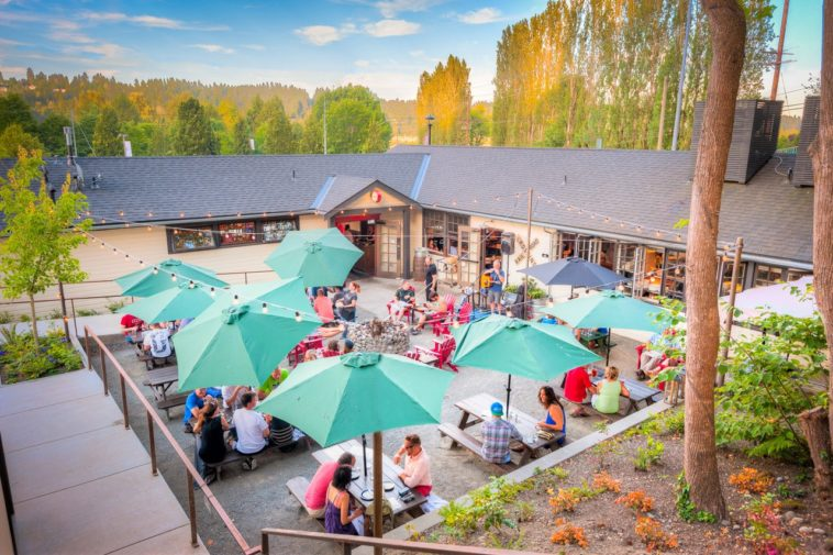 The Hollywood Tavern Patio Summer Photo by Steven Seiller