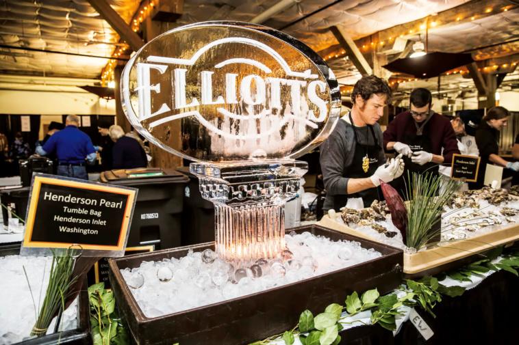 Elliott's Oyster New Year Oyster Bar_Photo by Suzi Pratt