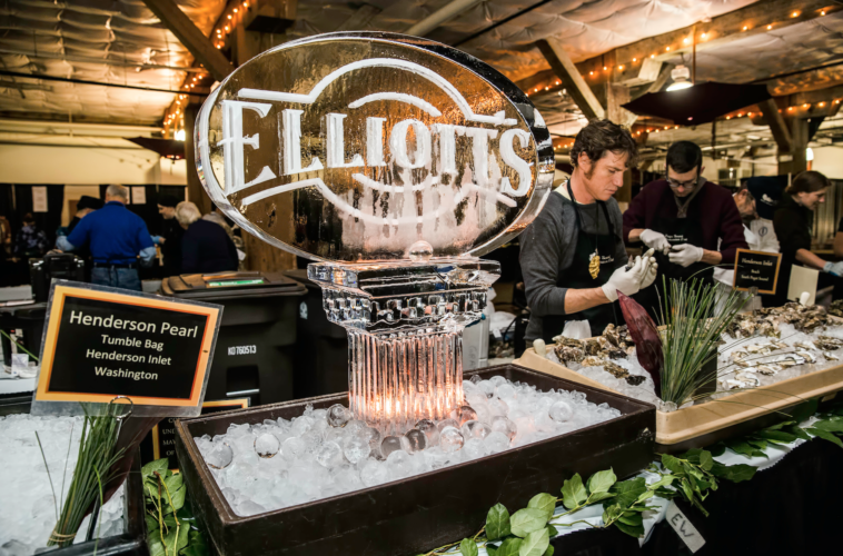 Elliott's Oyster House / Suzi Pratt