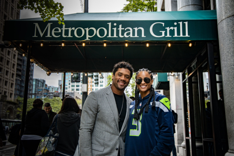 Russell Wilson and Ciara_Metropolitan Grill_photo by West2East